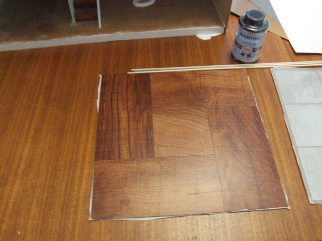 Diy hardwood dollhouse flooring from vinyl tiles little for Mattonelle adesive