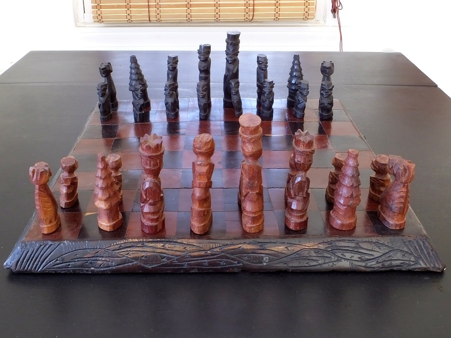 Hand-carved-chess-set (1)